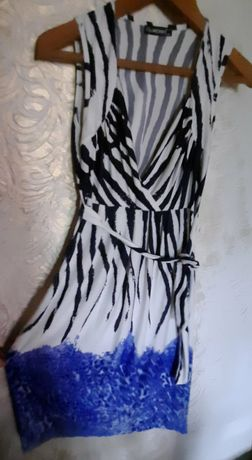 Платье женское с вырезом