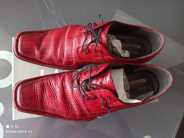 Czerwone pantofle męskie firmy Conhpol