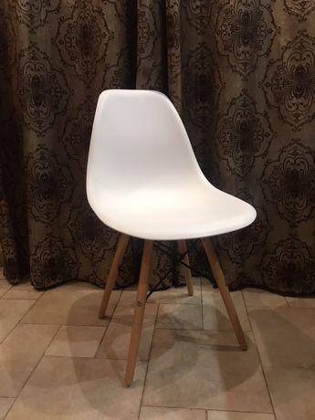 Белый стул для кухни гостинной