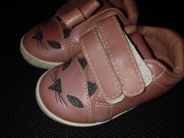 Buty dla dziewczynki kotek