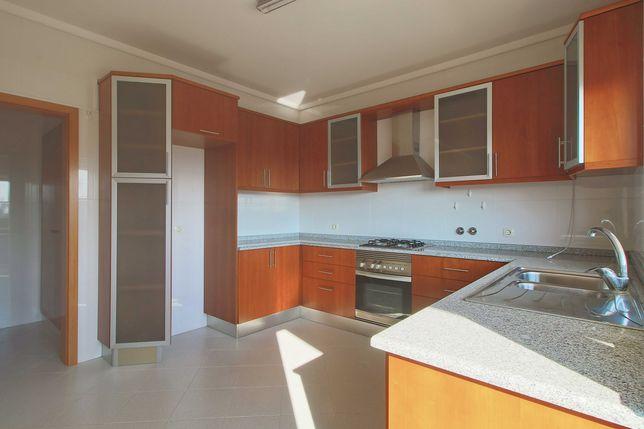 Apartamento T3, como novo, com garagem, Sangalhos