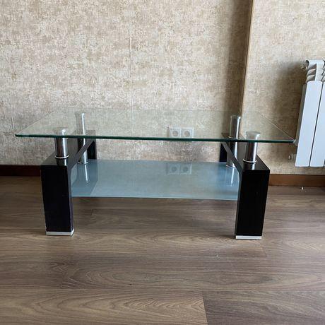 Стеклянный стол журнальный