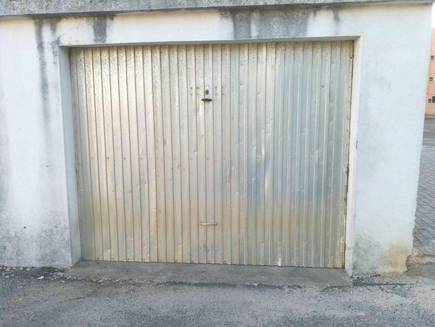 Garagem em Santa Cruz
