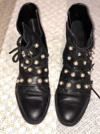 Botas pretas em pele Zara