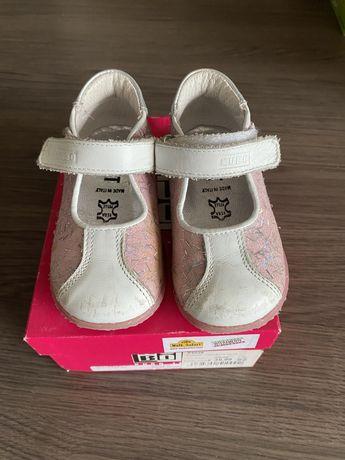 Дитячі туфлі для дівчинки шкіряні 22 розмір
