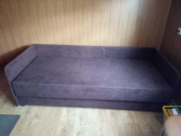 Łóżko jednoosobowe, tapczan.