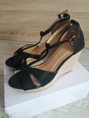 Piękne nowe sandałki