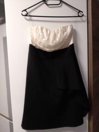 Sukienka w kolorze biało czarnym rozmiar M