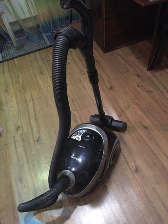 Пылесос с водяным фильтром+Весь комплект ЩЕТОК