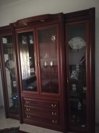 Conjunto de cristaleira e aparador com espelho