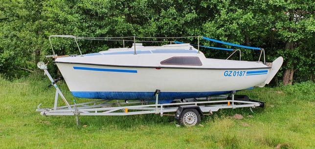Mikro Polo - jacht kabinowy - łódka wędkarska