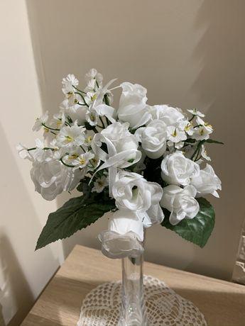 Zestaw bukiety białych róż. Biała dekoracja weselna. Ślubne róże
