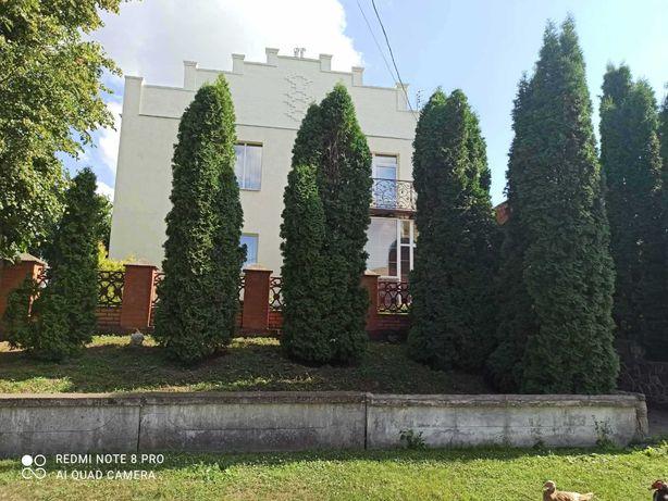 Будинок у селі Верхня Сироватка