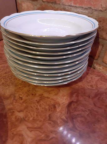 Serwis obiadowy na 12 osób. Porcelana Ćmielów.