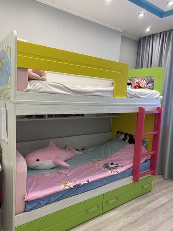 Детская двухярусная кровать