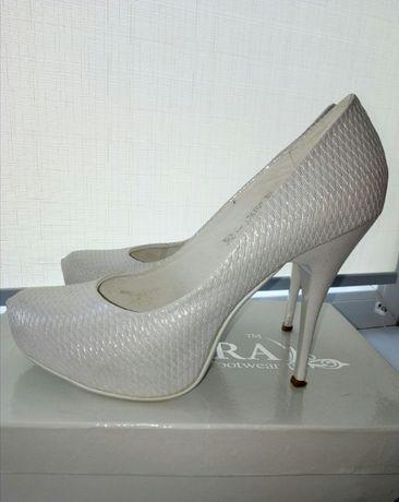 Продам свадебные туфли(39 р.)