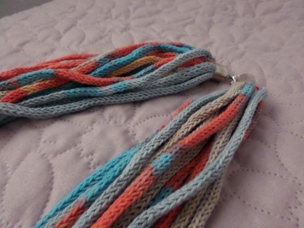 Długi naszyjnik z włóczki kolorowy sznurkowy
