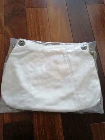 Carteira branca em tecido