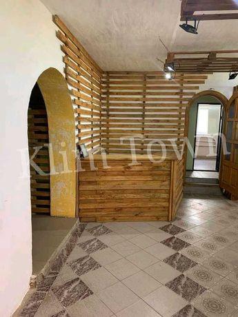 Продається приміщення під комерційну діяльність в смт Теплик