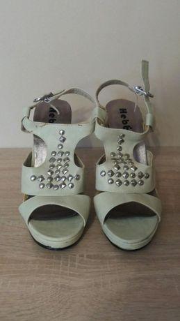 Sandałki na szpilce + gratis beżowe szpilki