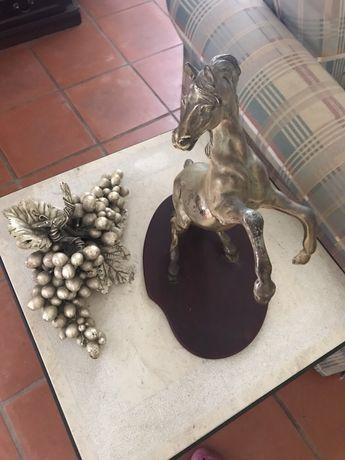 Conjunto de peças em prata (cavalo e uvas)