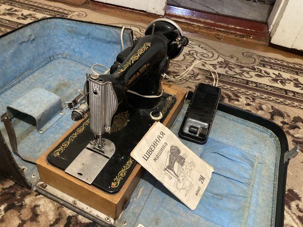 Продается швейна машинка