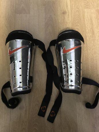 Ochraniacze na nogi Nike rozmiar L
