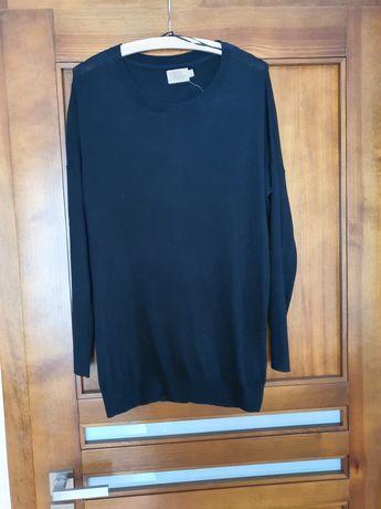 Czarny sweter z rozcięciem z tyłu dłuższy cape daisy 36 S