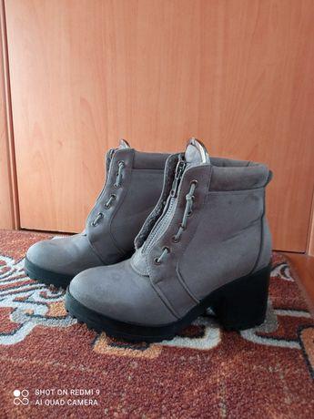 Зимове/осіннє взуття (недорого)