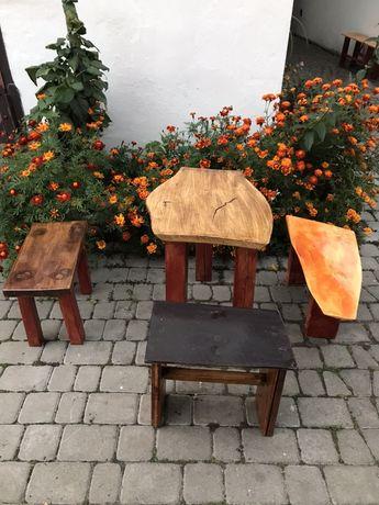 Стіл із стільцями