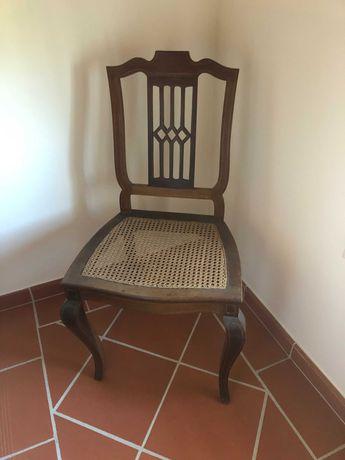 Cadeira clássica de palhinha