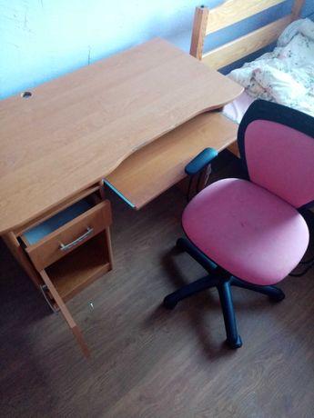Oddam za darmo biurko i krzesło