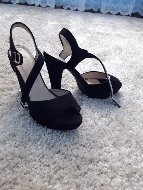 Жіноче взуття. Б/у