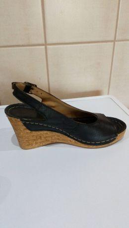 buty skórzane na koturnie