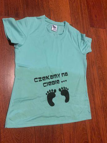 """Koszulka dla przyszłej Mamy z napisem  """"Czekamy na Ciebie"""""""