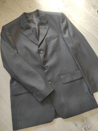 Piękny czarny garnitur firmy Puere w prążki jak nowy .