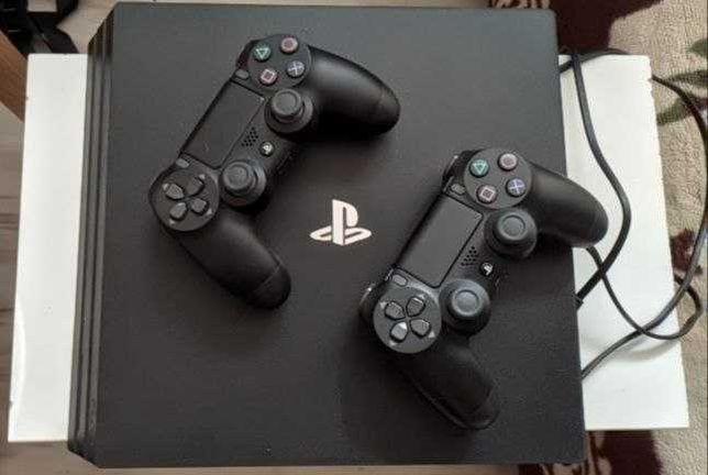 PlayStation 4 Pro 1 TB + 2 pady + 5 gier