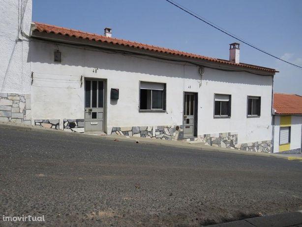 Moradia em Aljustrel com 2 habitações com saída para 2 ruas
