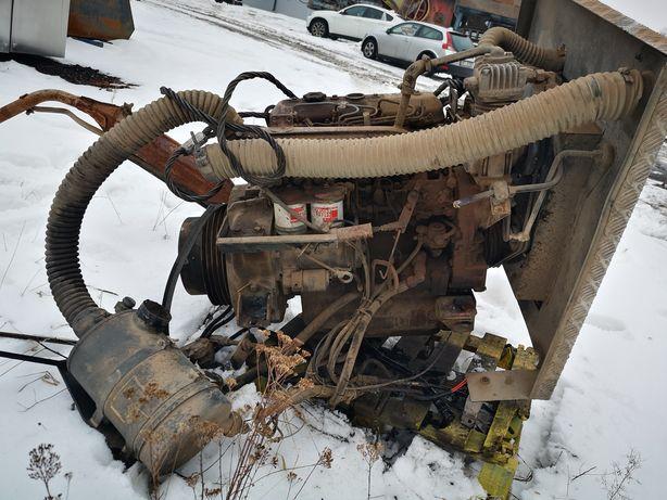 Silnik Perkins 4 cylindrowy z pompą hydrauliczną