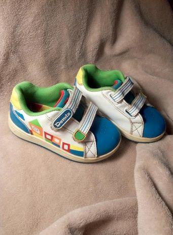 Яркие кроссовки на мальчика demix
