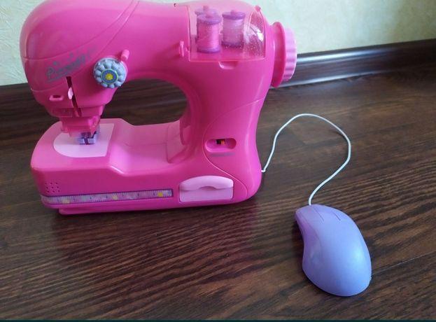 Детская музыкальная швейная машинка. Состояние новой.