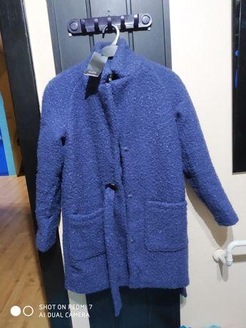 Płaszcz reserved i gratis chustka