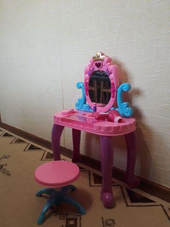 Детское трюмо (столик для косметики)