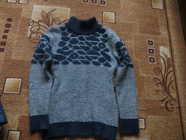 Продам свитер для девочки р 146-152