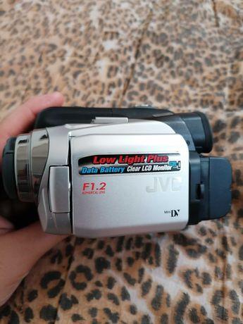 Видеокамера JVC  GR-DF420