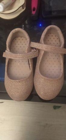 Продам туфельки на девочку