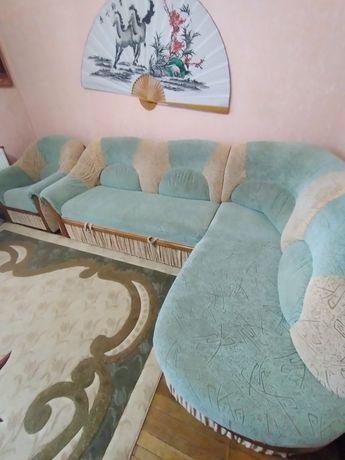 Кутовий диван з двома кріслами