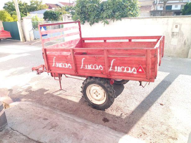 Atrelado para veículo agrícola