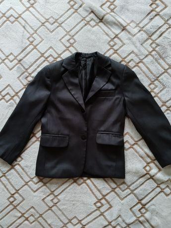 Продам пиджак для мальчика
