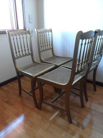 Quatro Cadeiras em Palhinha douradas